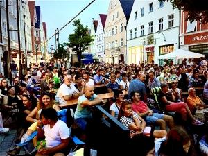 Full House beim Kino Open Air in der Maximilianstraße in Mindelheim